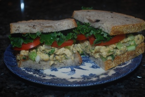 faux chicken salad sandwich with tomato and kale